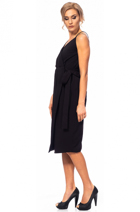 Ladies' dress with a bare back
