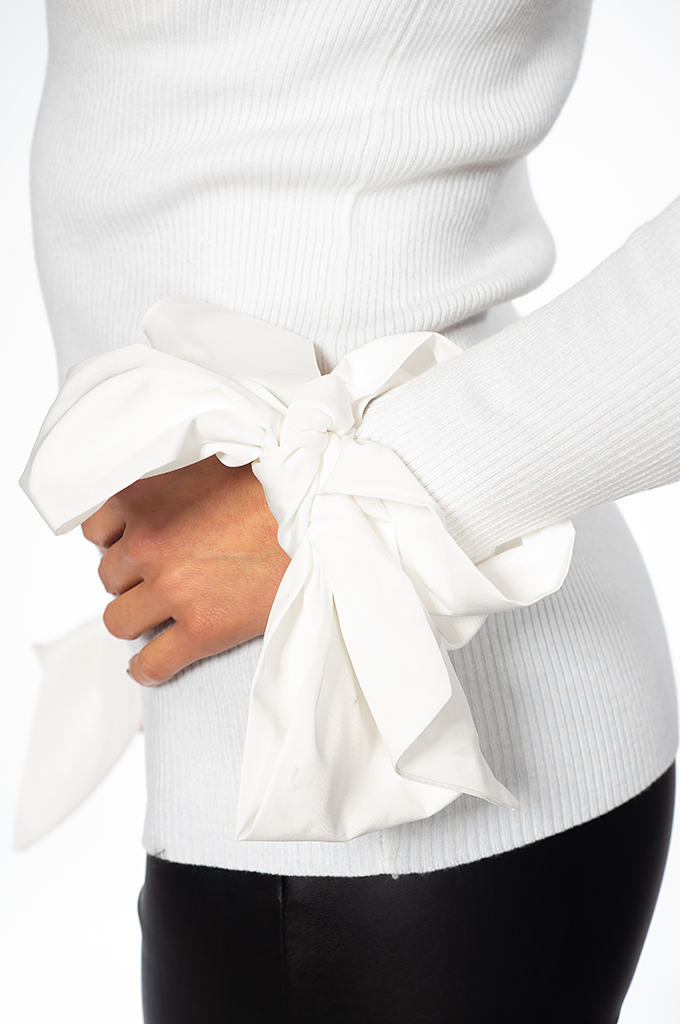 Ladies sweater with ribbons
